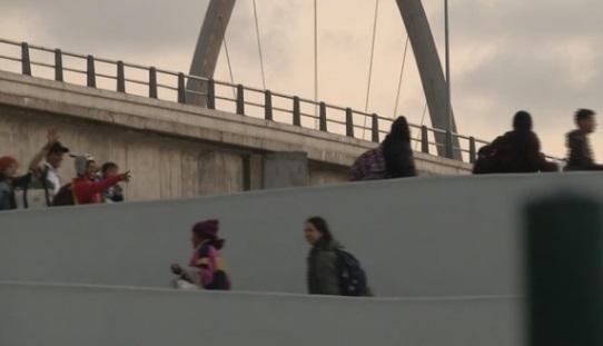 Di dân tiếp tục qua biên giới vào Hoa Kỳ- Bộ Tư Pháp điều động thêm nhân lực đến biên giới