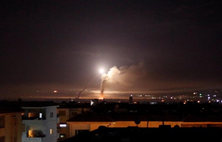 Israel không kích Syria, trả đũa Iran pháo kích vào Golan Heights