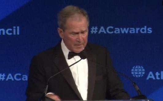 """Cựu tổng thống George W. Bush cảnh báo về mối nguy hiểm của chủ nghĩa """"tự cô lập"""""""