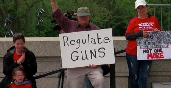 Phó thống đốc Texas: những vụ nổ súng trường học không phải do súng, mà do video game bạo lực