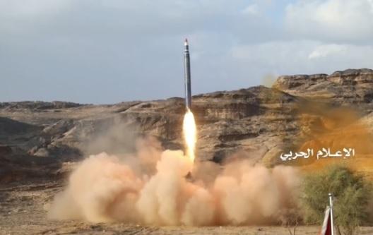 Phiến quân Houthis tại Yemen bắn hỏa tiễn vào thủ đô Ả Rập Saudi