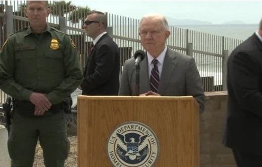 """ICE tăng việc bắt giữ những người nhập cư """"không có án tụng hình sự"""" ở California"""