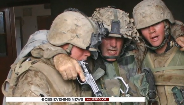 Người lính thủy quân lục chiến trong tấm hình bất tử giải ngũ sau 34 năm phục vụ