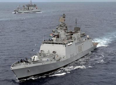 Chiến hạm Ấn Độ vừa rời Việt Nam bị tàu Trung Cộng theo đuôi