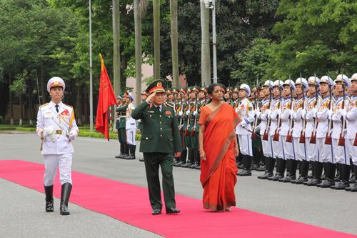 Bộ Trưởng Quốc Phòng Ấn Độ thăm Việt Nam