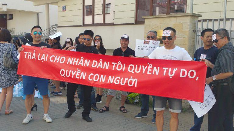 Kiều bào Ba Lan biểu tình trước nhà đại biểu quốc hội CSVN ủng hộ dự luật đặc khu