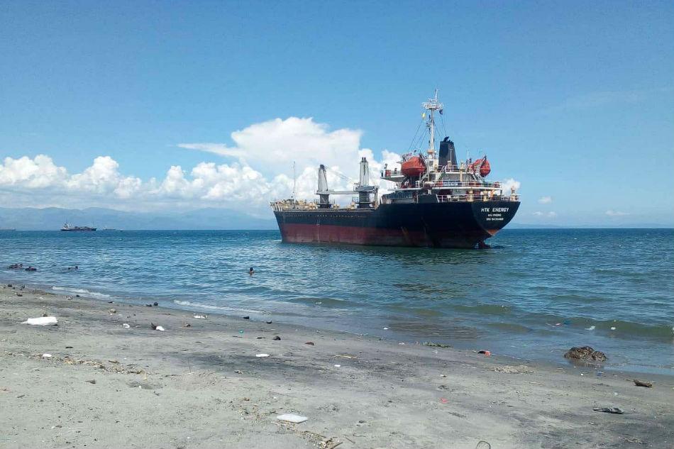 Tàu hàng Việt Nam bị Philippines phạt hơn 100,000 USD vì phá hủy bãi đá nhân tạo