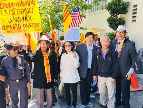 Biểu tình chống dự luật đặc khu trước tòa lãnh sự CSVN ở San Francisco