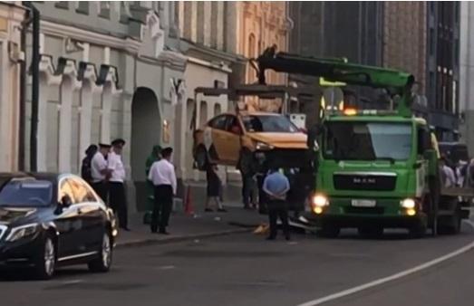 Taxi lao vào đám đông khán giả World Cup ở Moscow, 7 người bị thương