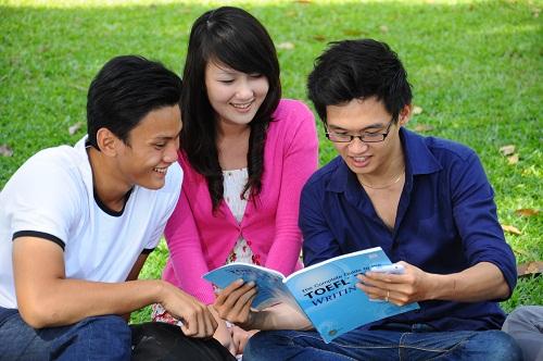 Nhiều quan chức giáo dục CSVN gửi con đi du học nước ngoài
