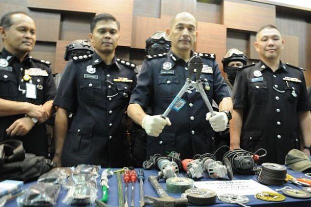 Cảnh sát Malaysia bắt băng trộm Việt chuyên đục két sắt
