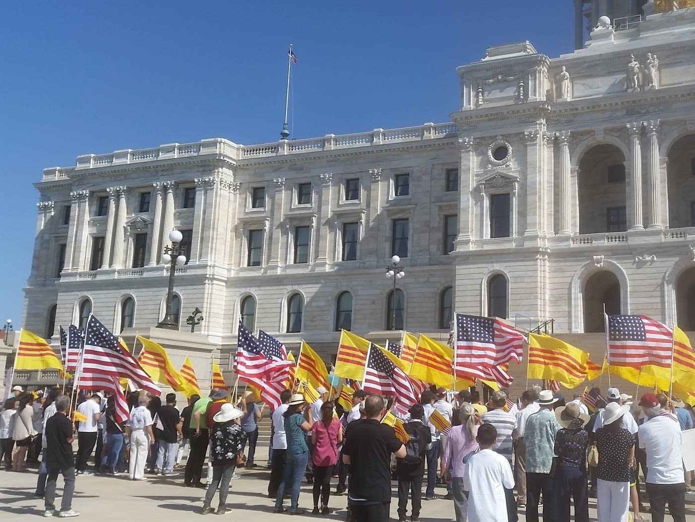Người Việt Minnesota tập hợp thể hiện đoàn kết với người biểu tình ở Việt Nam