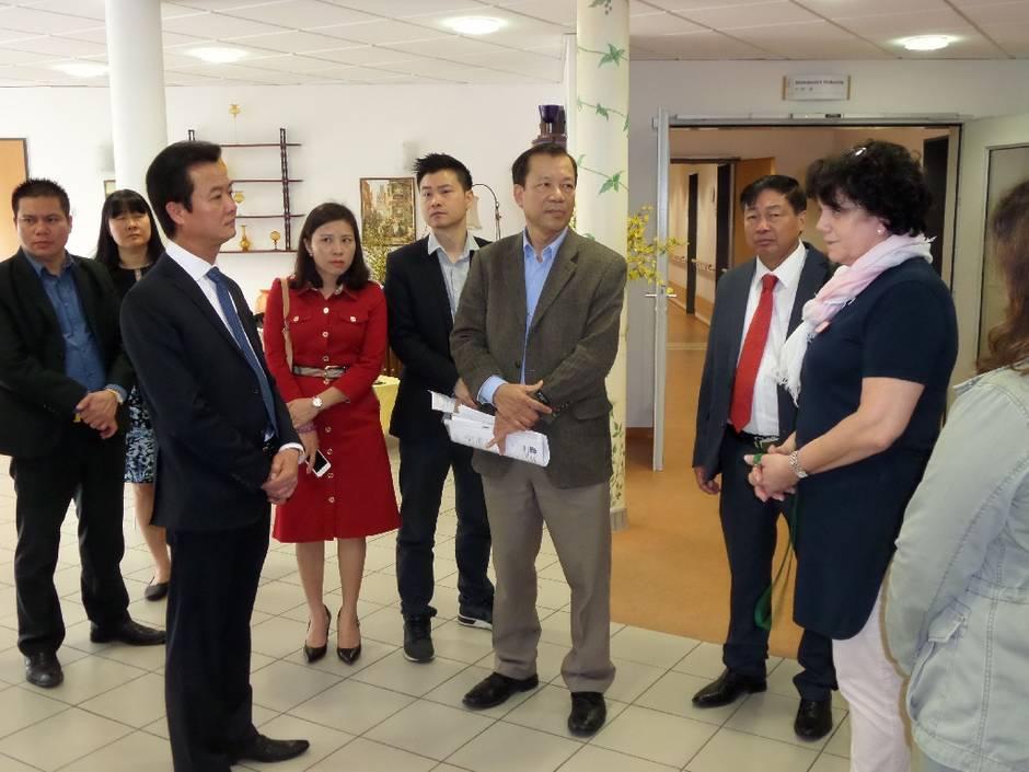 Tòa đại sứ Đức tại Hà Nội từ chối cấp visa cho người Việt Nam sang học nghề y tá