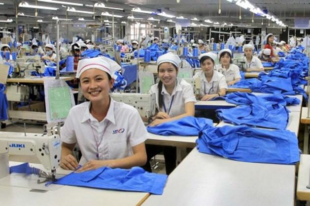 85% lao động nữ tại các khu công nghiệp Việt Nam có nguy cơ mất việc làm