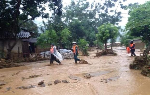 Bão Sơn Tinh khiến ít nhất 10 người thiệt mạng ở Việt Nam
