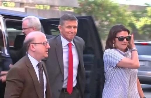 Cựu cố vấn an ninh quốc gia Michael Flynn tiếp tục hợp tác với Robert Mueller