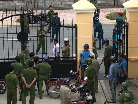 Kiểm sát viên, công an và phóng viên bị hành hung ngay tại phiên tòa Huyện Bình Chánh