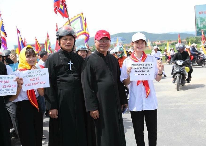 Giáo dân Nghệ An và Quảng Bình tuần hành chống luật đặc khu và an ninh mạng