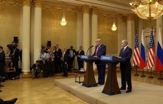 """Tổng Thống Trump công nhận mình """"diễn đạt sai"""" tại cuộc họp báo sau hội nghị Helsinky"""