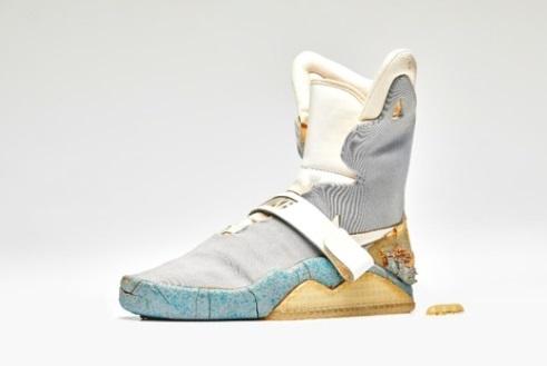 """Một chiếc giày trong phim """"Back To The Future"""" được mua với giá gần 100,000 Mỹ kim"""