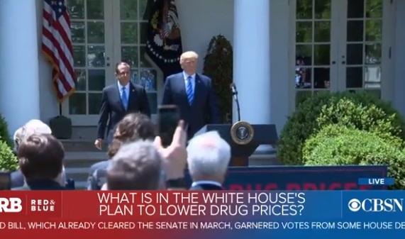 Tổng thống Trump chỉ trích Pfizer vì tăng giá thuốc