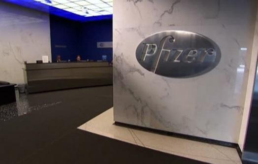 Pfizer hoãn tăng giá thuốc sau cuộc đàm thoại với tổng thống Trump