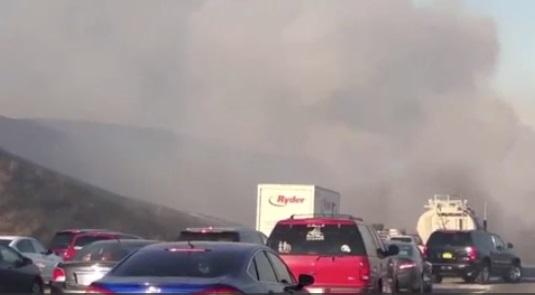 Hàng ngàn người phải di tản vì các đám cháy lan rộng ở tiểu bang California