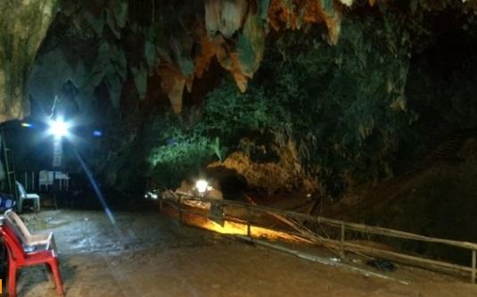 Các thợ mỏ Chile khuyên đội túc cầu trẻ Thái Lan cận thận sau sự kiện giải cứu kỳ diệu