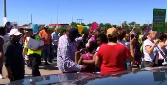 Cuộc biểu tình phản đối bạo lực súng khiến xa lộ 94  Chicago tạm ngưng hoạt động
