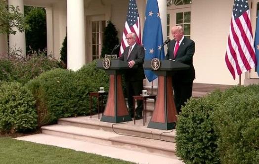 Tổng thống Trump tạm ngừng chiến tranh thương mại với EU, đàm phán bãi bỏ thuế nhập cảng