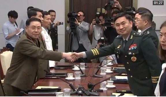 Nam Hàn và Bắc Hàn đàm phán giảm thiểu căng thẳng quân sự