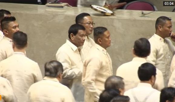 Tổng thống Duterte lần đầu tiên thề sẽ bảo vệ lợi ích của Philippines tại Biển Đông