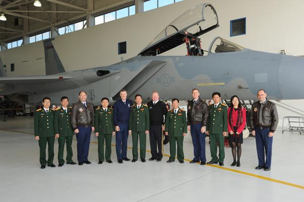 Việt Nam đặt mua gần 100 triệu Mỹ kim vũ khí của Hoa Kỳ