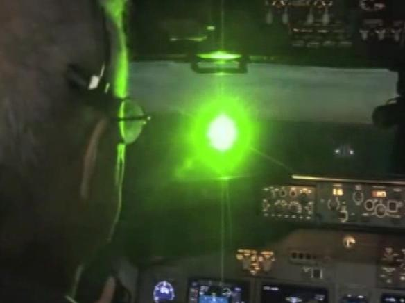 Máy bay lại bị chiếu tia laser ở phi trường Nội Bài