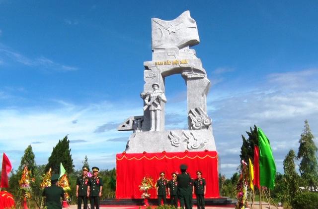 Quảng Trị khánh thành tượng đài 'công an bảo vệ giới tuyến' ở Bến Hải