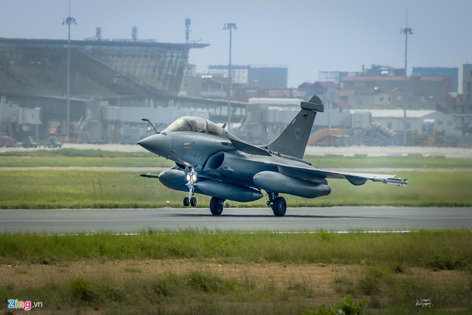 Đội máy bay không quân Pháp thăm Hà Nội