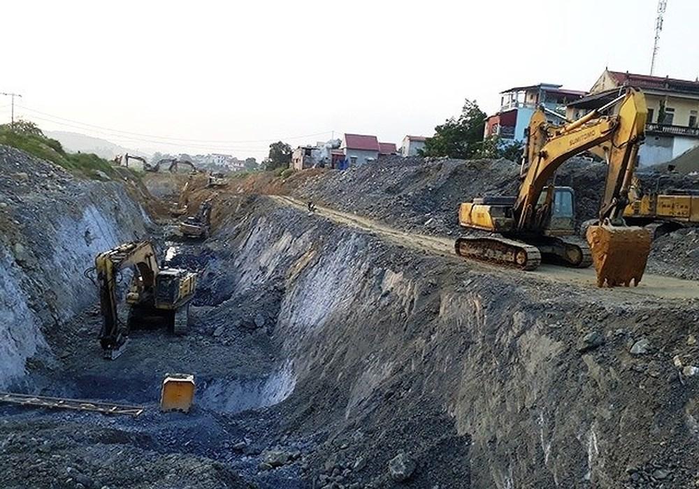 Đào kênh nổ mìn làm 350 ngôi nhà bị nứt, giếng cạn hết nước ở Thanh Hóa