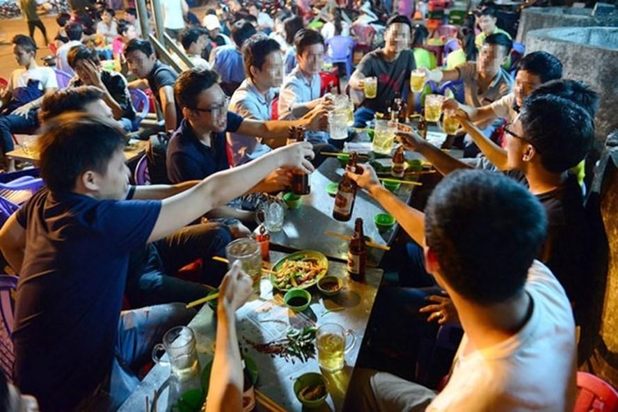 Đàn ông Việt tiêu thụ bia rượu hàng đầu thế giới