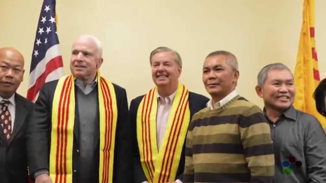 Cộng Đồng Người Việt Quốc Gia Arizona tổ chức lễ thắp nến cho cố Thượng Nghị Sĩ John Mccain