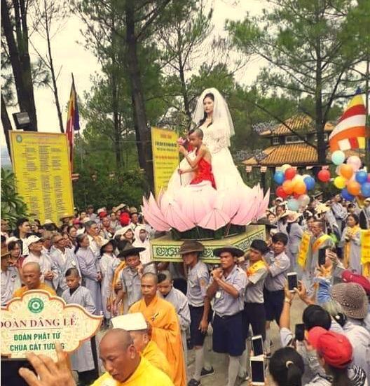 Huế xôn xao vụ hình tượng Phật Bà Quan Âm mặc áo đầm cưới