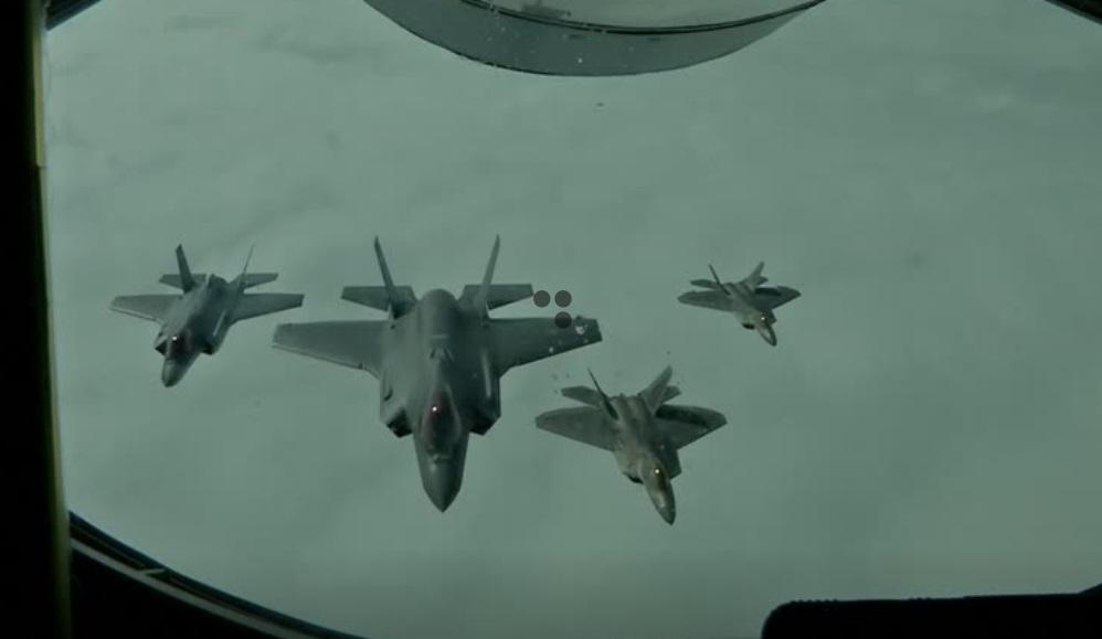 Máy bay tàng hình F-22 của Hoa Kỳ tập trận cùng chiến cơ F-35 của Na Uy