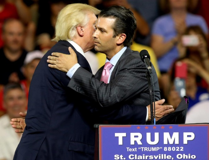 Tổng thống Trump: con trai ông hoàn toàn hợp pháp khi tìm tin tức về Hillary Clinton trước bầu cử 2016