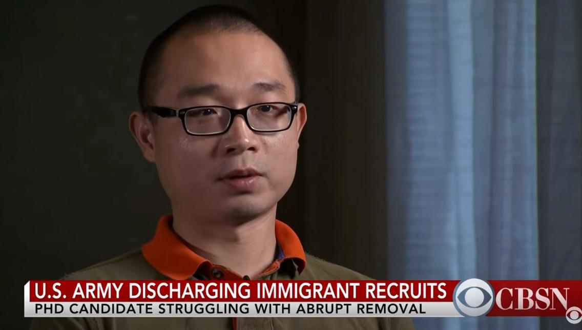 Tạm ngừng việc cho xuất ngũ di dân bất hợp pháp nhập ngũ vì muốn có quốc tịch Mỹ
