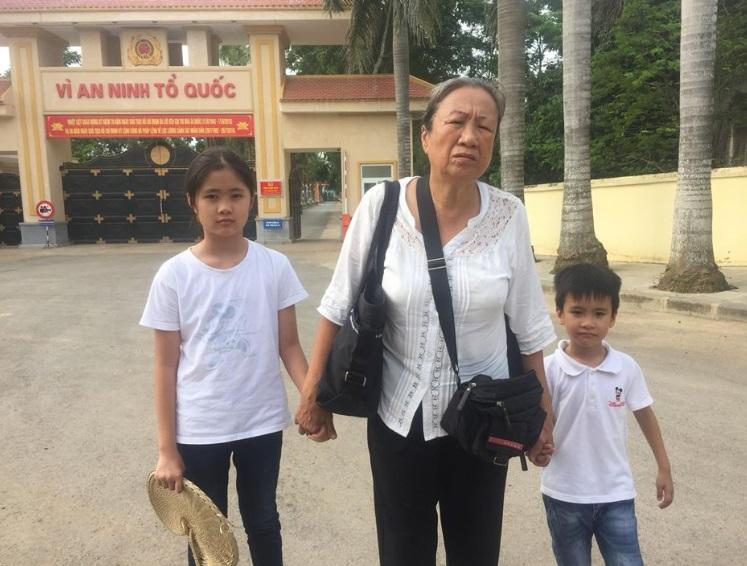 Giáo Xứ Mỹ Khánh Nghệ An công khai chiếu phim về Blogger Mẹ Nấm