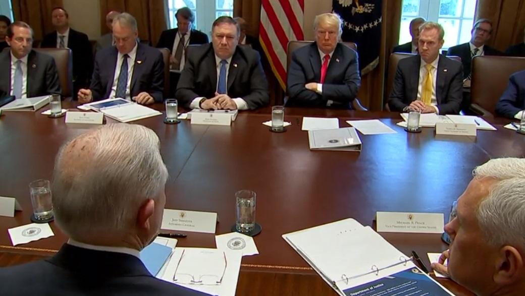 Tổng thống Trump khuyến khích bộ tư pháp kiện các hãng dược sản xuất thuốc có chất gây nghiện