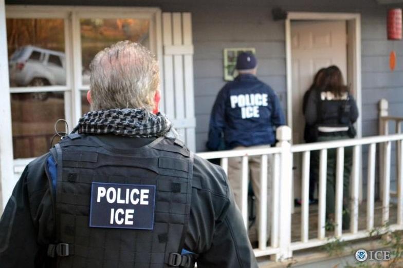 ICE trục xuất thêm một nhóm 30 người Cambodia