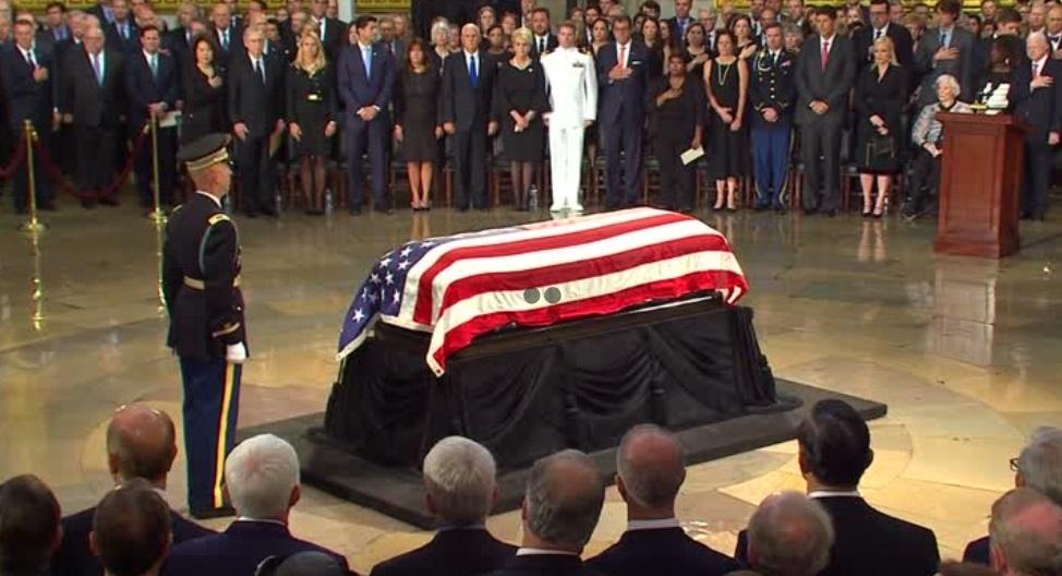 Tang lễ Thượng Nghị Sĩ John Mccain cử hành ở điện Capitol Hoa Kỳ