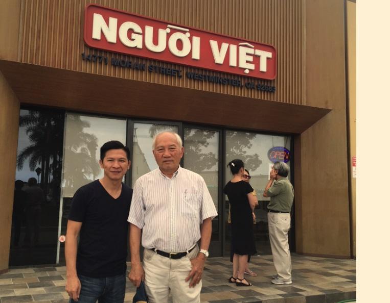 Nhạc sĩ Việt Khang ghé thăm và tặng CD đầu tay cho báo giới Little Saigon