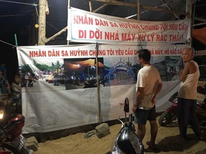 Người dân Quảng Ngãi lại mang quan tài biểu tình phản đối nhà máy rác thải