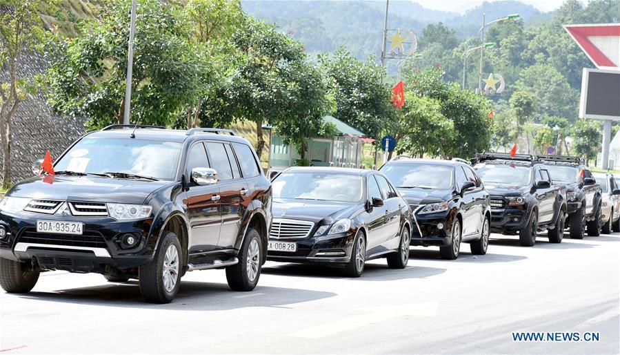 Việt Nam cho du khách Trung Cộng lái xe hơi vào Lạng Sơn
